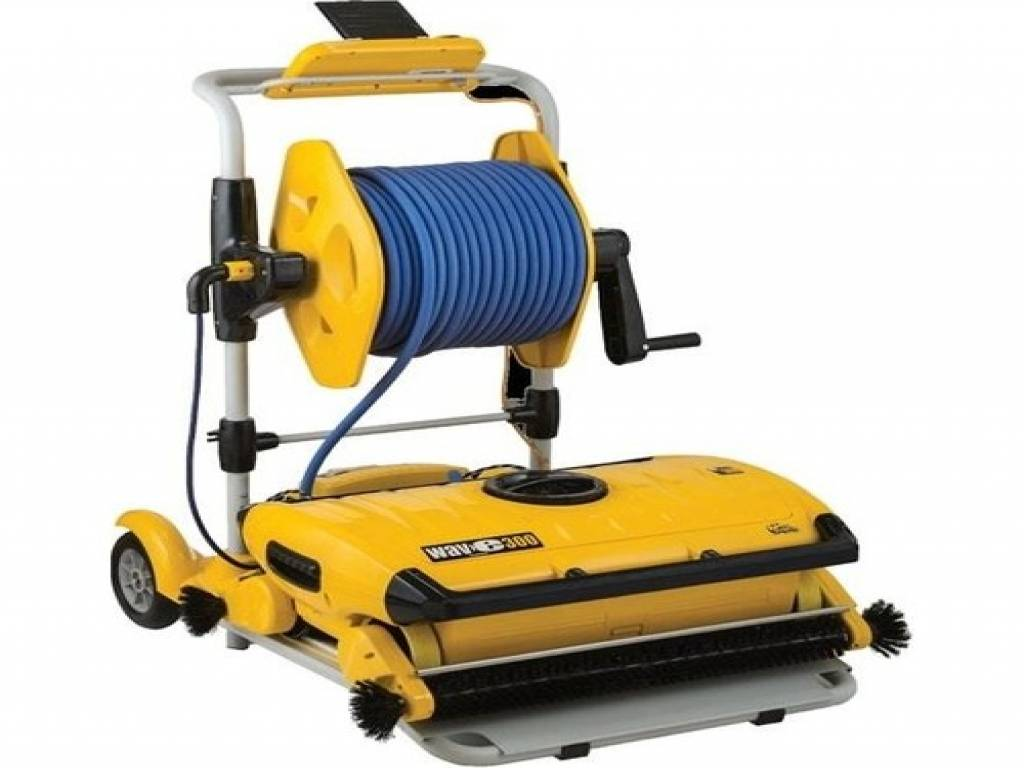 "DOLPHIN ""WAVE 300 XL"" AUTOMATIC POOL CLEANER"